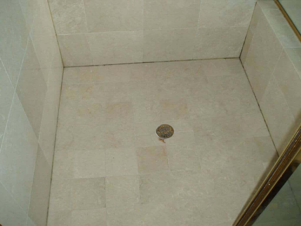Whats The Easiest Way To Caulk A Shower Appleby Cleaning - Caulking shower base
